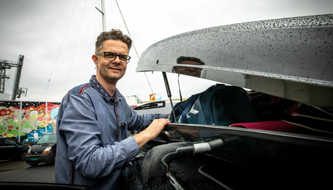 SLIK PAKKER DU SIKKERT: Nils Sødal i NAF har pakkeråd for deg som skal på tur med fullastet bil i sommer.