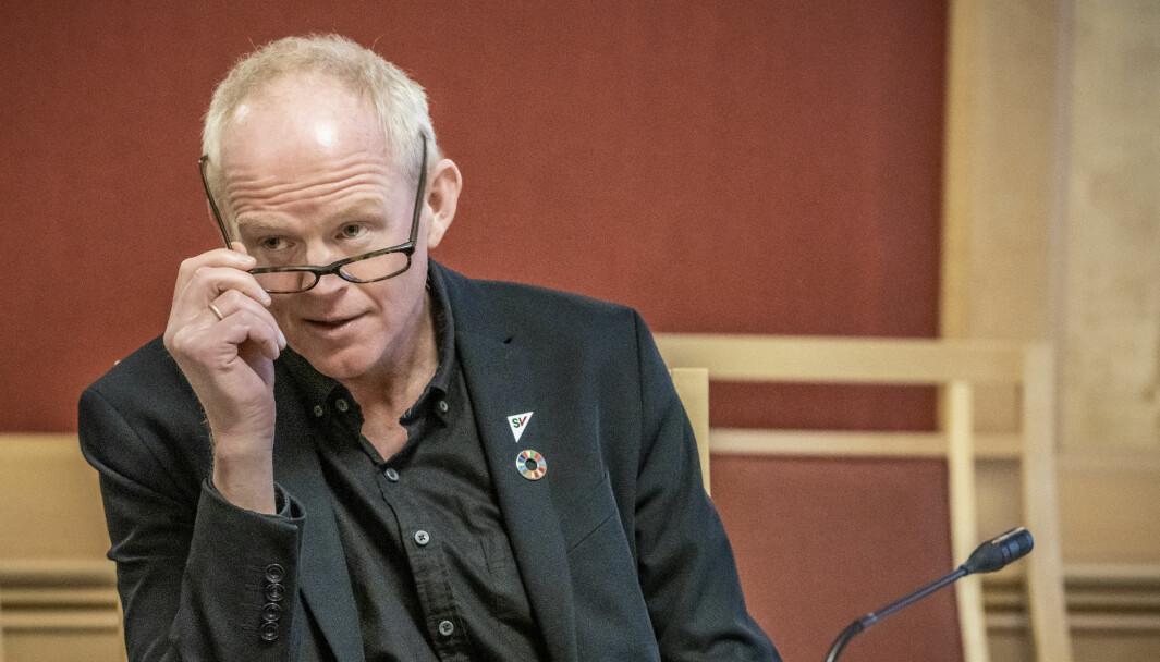 VIL HA VEI-STANS: Lars Haltbrekken (SV) mener lavere trafikk under pandemien må få konsekvenser for pengebruken i norsk samferdsel.