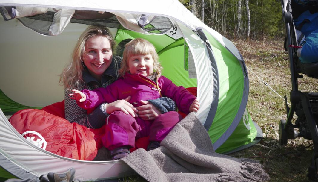 DOMMEN: «Helt topp å bruke en sommerdag om du har små barn som trenger å sove i løpet av dagen, på stranda eller i hagen som et «min første telttur»-telt».