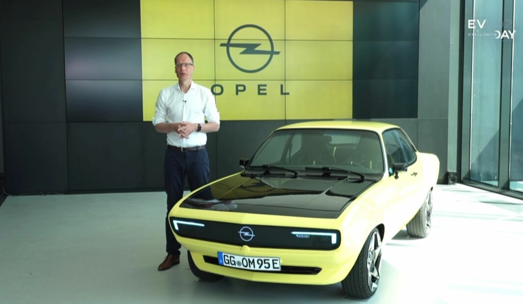 ÅPNET STELLANTIS-BALLET: Her bekrefter Opel-sjef Lohscheller at Manta GSE ElectroMod skal inspirere en produksjonsbil om få år.