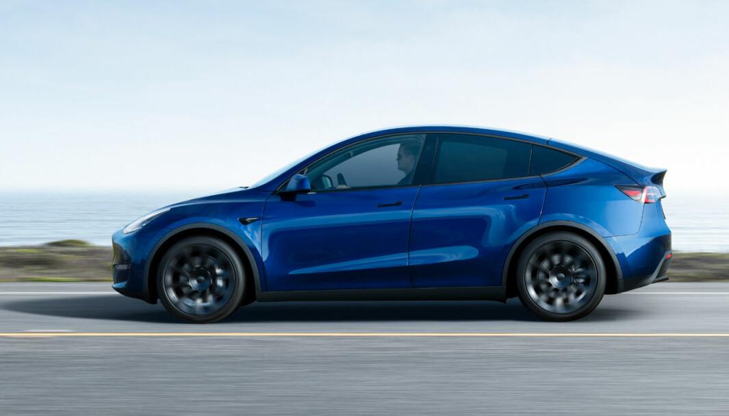 KOMMER ENDELIG: Levering av Model Y til amerikanske kunder startet tidligere enn planlagt. Hos oss ble det omvendt - men nå er den nye Tesla-SUV-en snart også på norske veier..