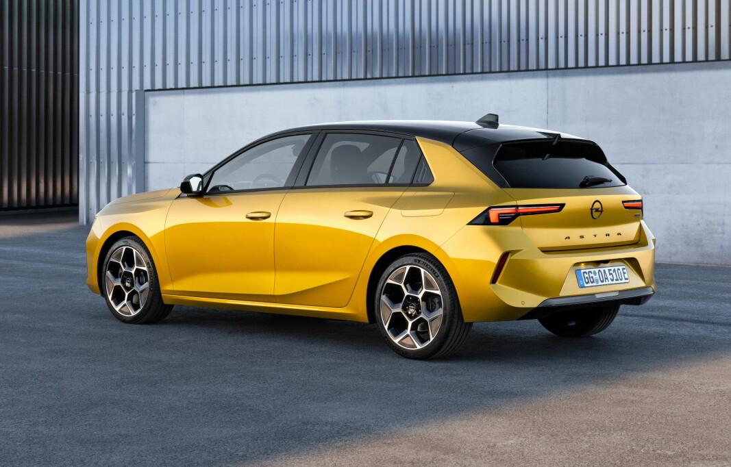 OPEL-EGENART: Selv om mye av innmaten i nye Astra er kjent fra blant annet Peugeot, har den et helt eget utseende.
