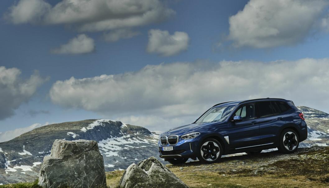 SAKSØKES: BMW saksøkes for ikke å være tydelig nok med utfasingen av fossilbiler til fordel for blant annet BMW iX3.