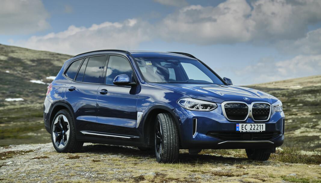 VELLYKKET: BMW X3 er en utmerket SUV og blir ikke noe dårligere som elbil - snarere tvert imot..