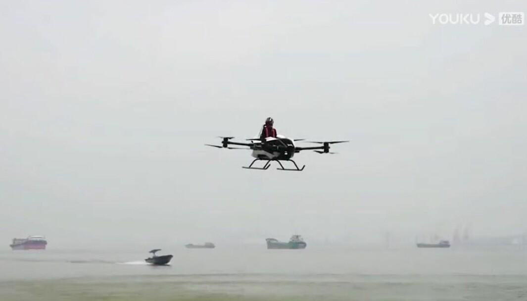 FLYVEDYKTIG: Kinesiske Xpeng har publisert en video av en flygende elbil.