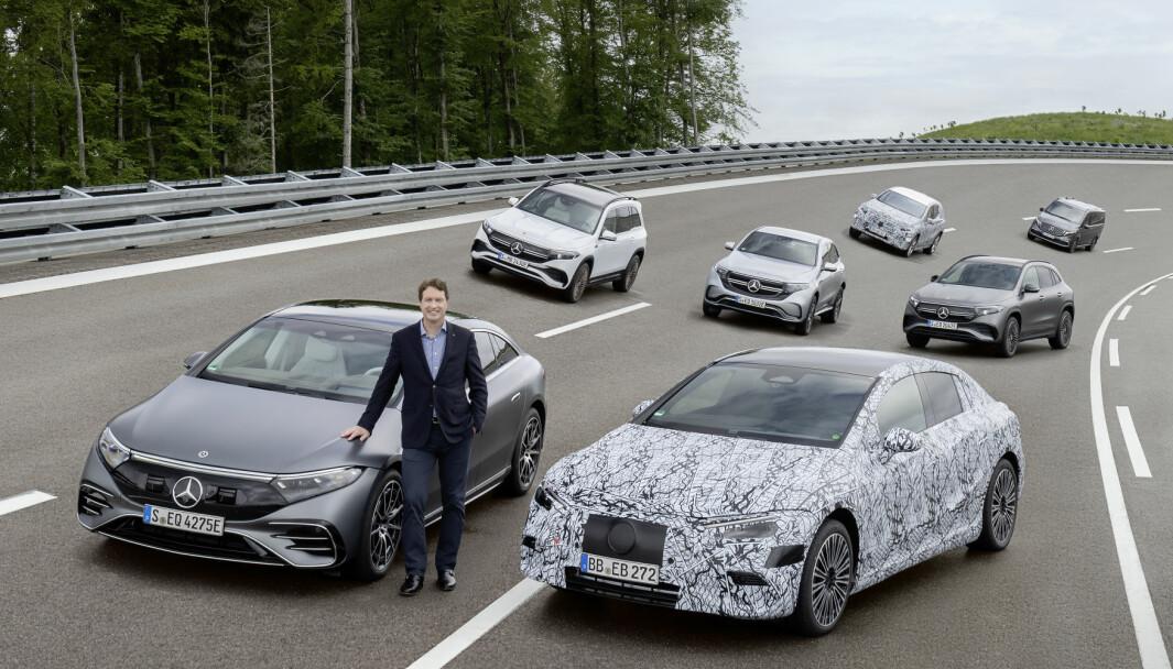 RUSTER OPP: Daimlers toppsjef er klar for en gigantisk elbil-offensiv. Her med sedanene EQS, EQE, SUV-ene EQB, EQA, EQC, ytterligere en maskert elbil, og flerbruksbilen EQV.