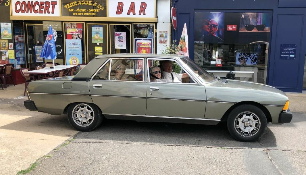 """<span class=""""font-weight-bold"""" data-lab-font_weight_desktop=""""font-weight-bold"""">POMP OG PRAKT: </span>Peugeot 604 er blant de mer staselige kjøretøyene som tidligere tøt ut av franske bilfabrikker."""