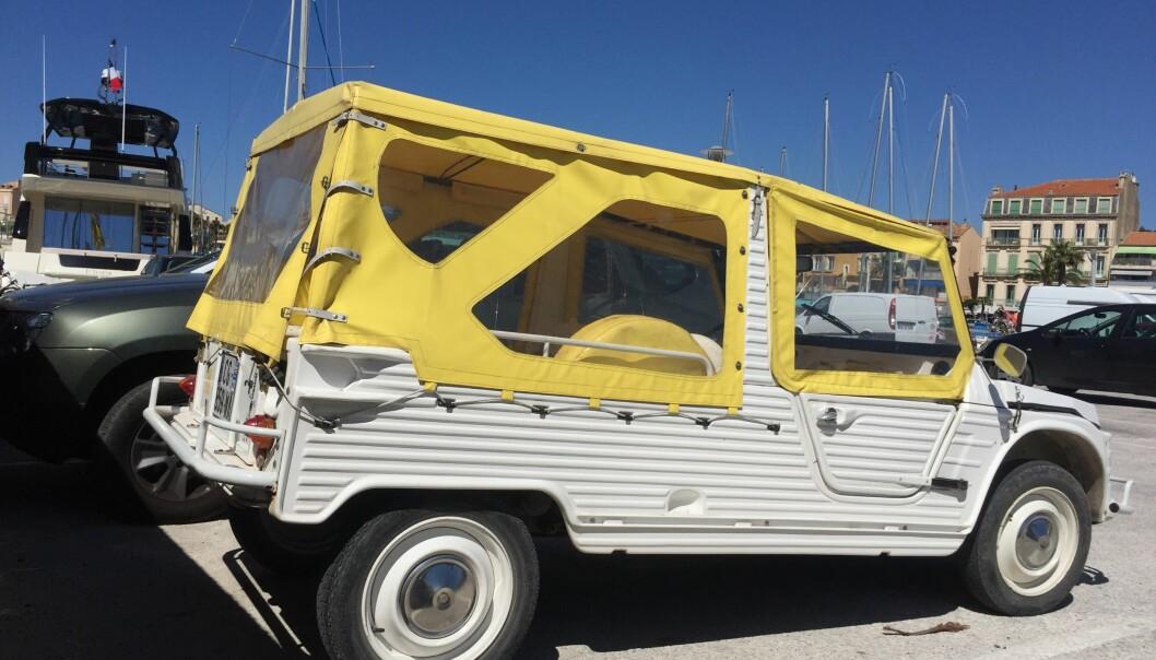 """<span class=""""font-weight-bold"""" data-lab-font_weight_desktop=""""font-weight-bold"""">FOR FULLE SEIL: </span>En ekte feriebil skal se litt ut som en lystbåt. Citroën 2CV-baserte Méhari har på sine eldre dager blitt populær som strandbil."""