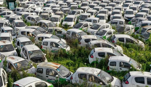 Nei, dette bildet viser ikke en fransk elbilkirkegård