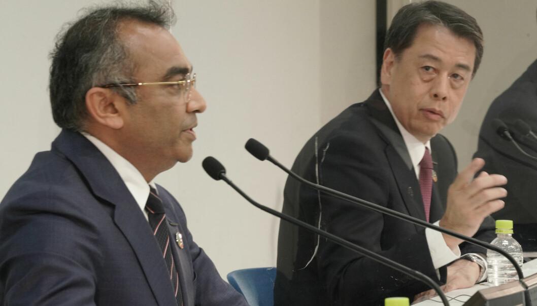 HYGGELIGE TALL: Nissans toppsjef Makoto Uchida (t.h.) og nestkommanderende Ashwani Gupta (t.v.) kunne i går annonsere et overskudd for første fiskale kvartal i regnskapsåret 2021/22.