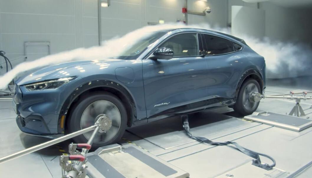 STADIG MER EKSTREMVÆR: Nye elbiler som Ford Mustang Mach-e (bildet), må testes for å tåle uvær, streng kulde og intens hete. Da er en værfabrikk grei å ha.
