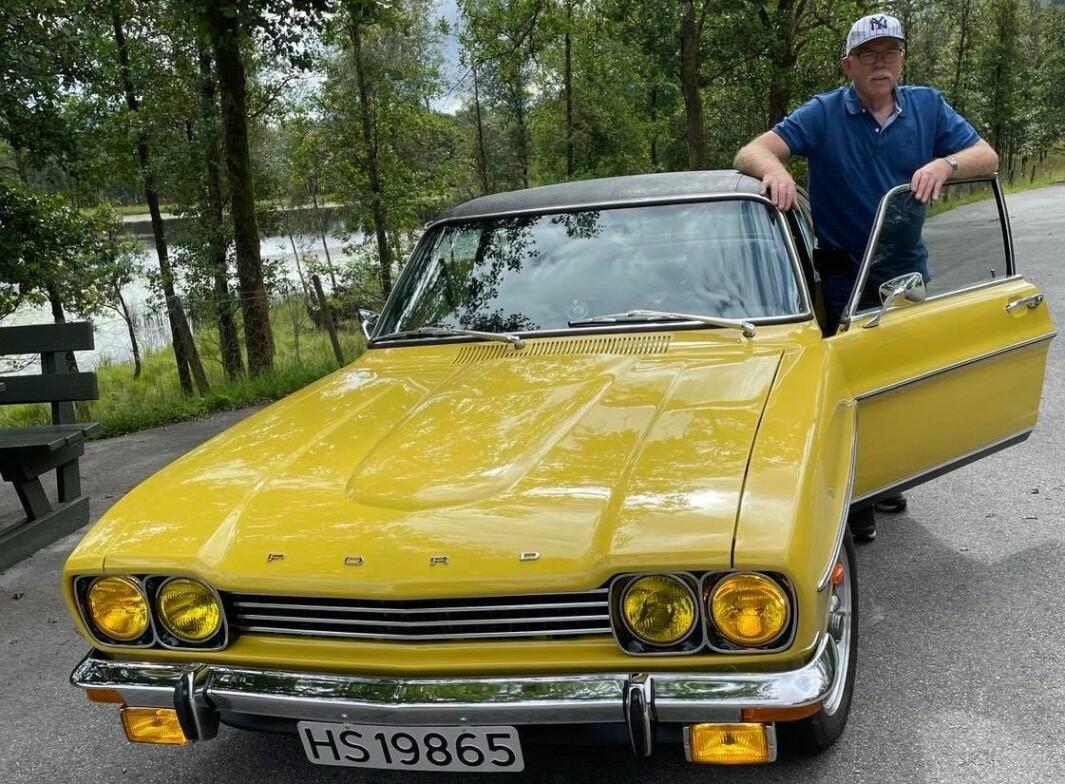 """<span class=""""font-weight-bold"""" data-lab-font_weight_desktop=""""font-weight-bold"""">JUVEL: </span>Agnar Rugtveit har en sjelden Capri 3000 GXL som er én av to eksemplarer som Ford solgte nye i Norge i 1973. Øverste fotografi viser bilen på tur i Norge på 1970-tallet – da med første av totalt tre eiere. Nederste bildet viser dagens lykkelige eier, Agnar Rugtveit."""