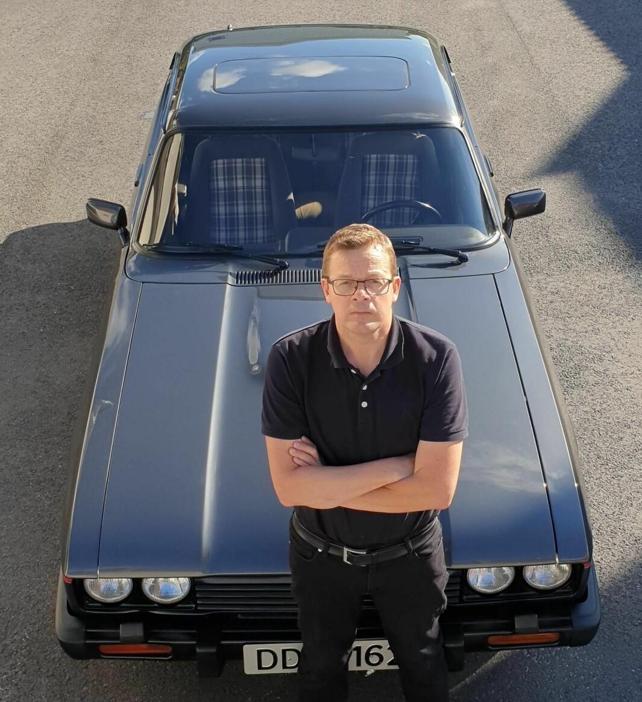 """<span class=""""font-weight-bold"""" data-lab-font_weight_desktop=""""font-weight-bold"""">CAPRITOPP: </span>Inge Lirhus kjøpte sin første Ford Capri som 17-åring og er i dag formann i Capri Club Norge."""