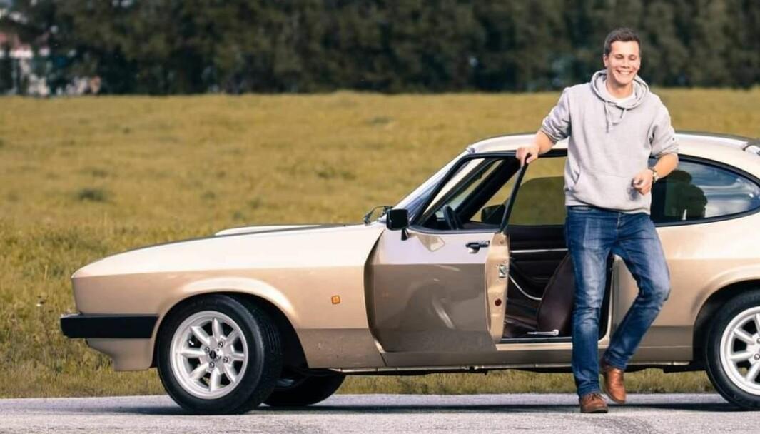 GULLBILEN: Sigurd Andreassen i Lillehammer skjøtter en tredje generasjon Ford Capri i lys gull.