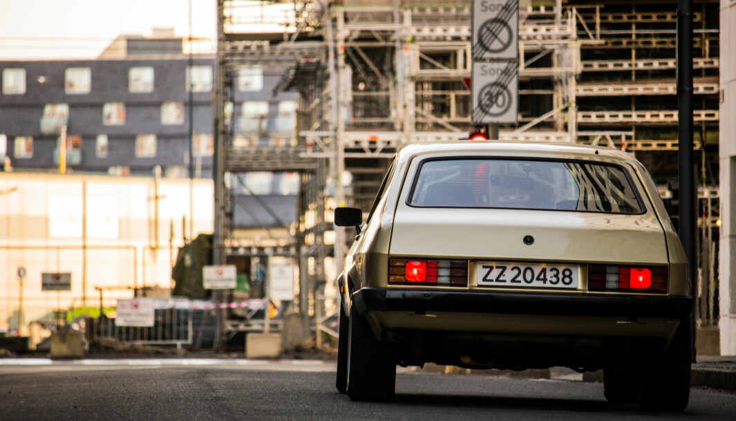 """<span class=""""font-weight-bold"""" data-lab-font_weight_desktop=""""font-weight-bold"""">TRYNEFAKTOR: </span>Tredje generasjon Ford Capri har baklys med rilleformet design som var typisk for slutten av 1970-tallet – først sett hos Mercedes."""