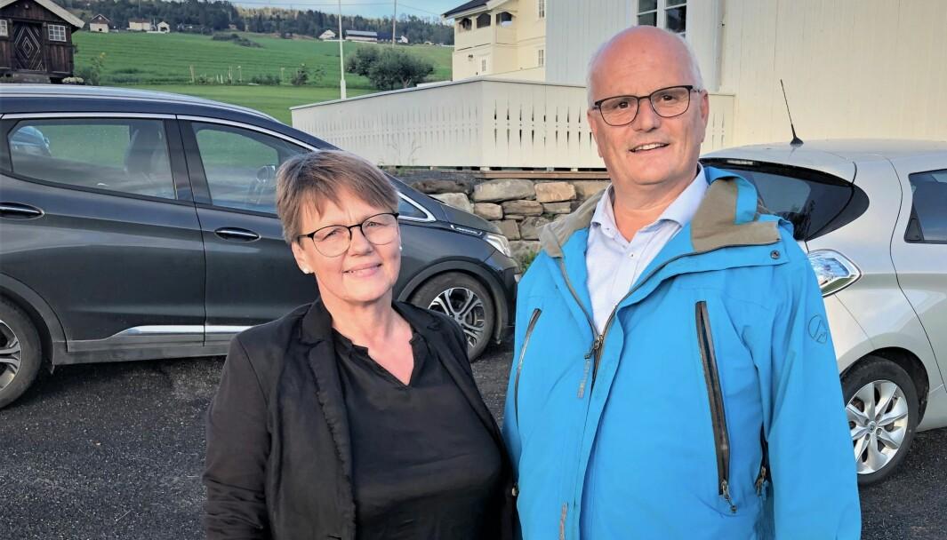 IKKE ELBIL: Det frister ikke med flere elbiler for Astrid og Sjur Magnus.
