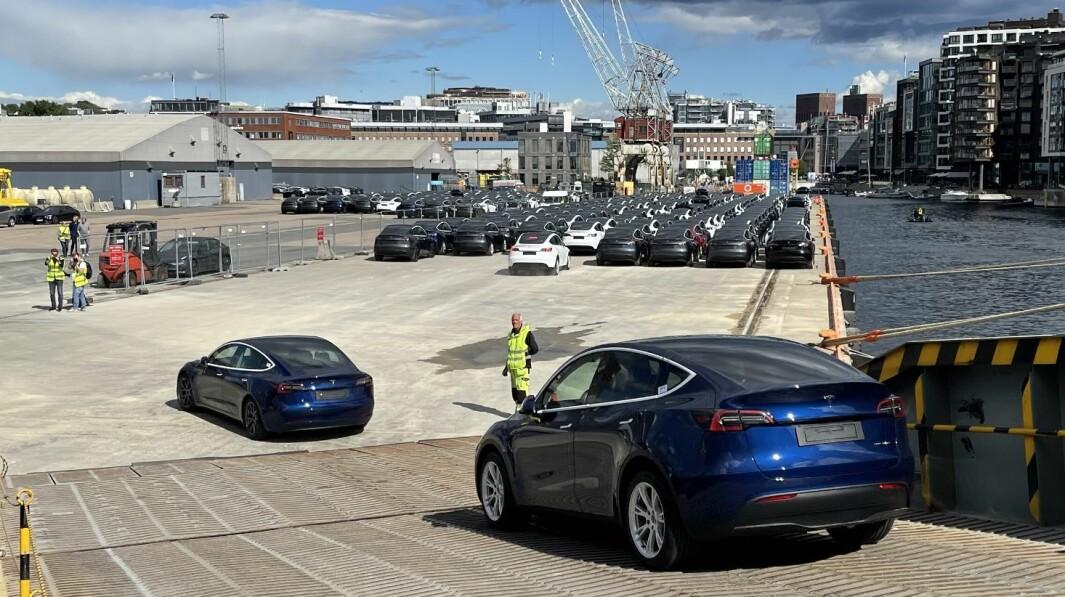 TIL TOPPS: Tesla er tilbake på salgstoppen etter adskillige båtlass med nye biler i september.