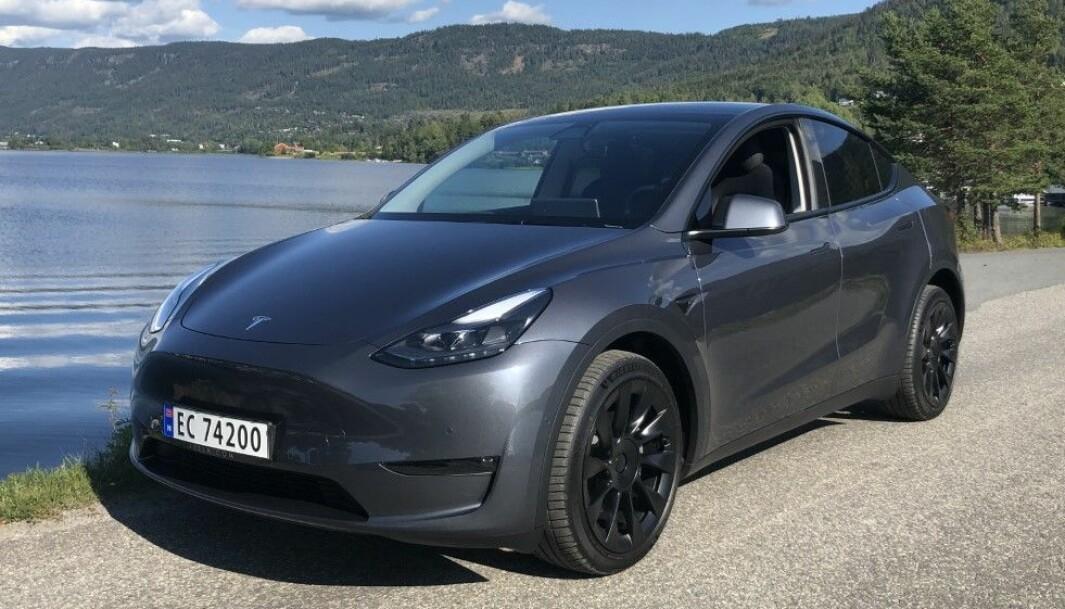 ETTERLENGTET: Omsider er Tesla Model Y på norske veier.