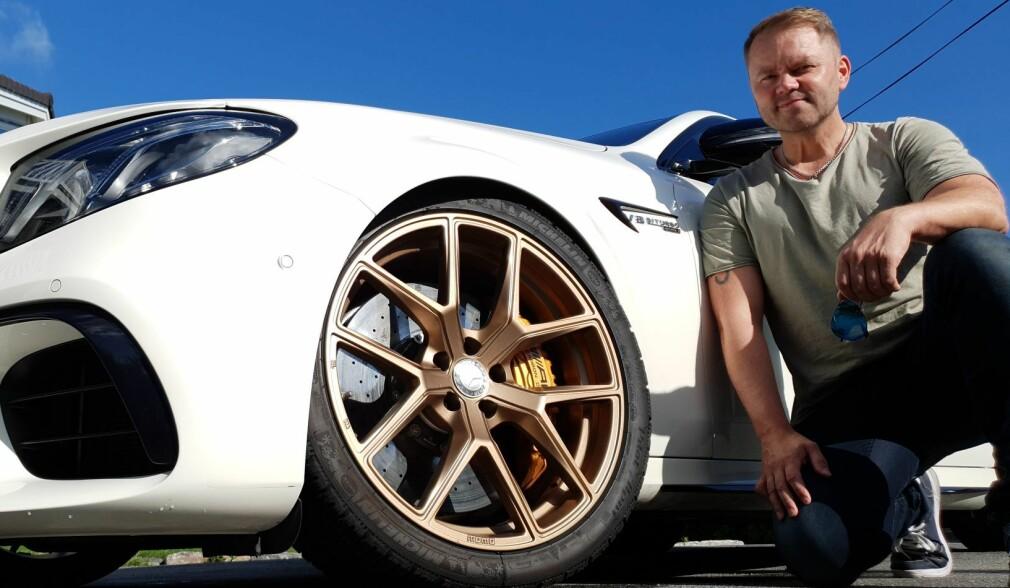 Hele Norge pynter bilen med «gullsko»