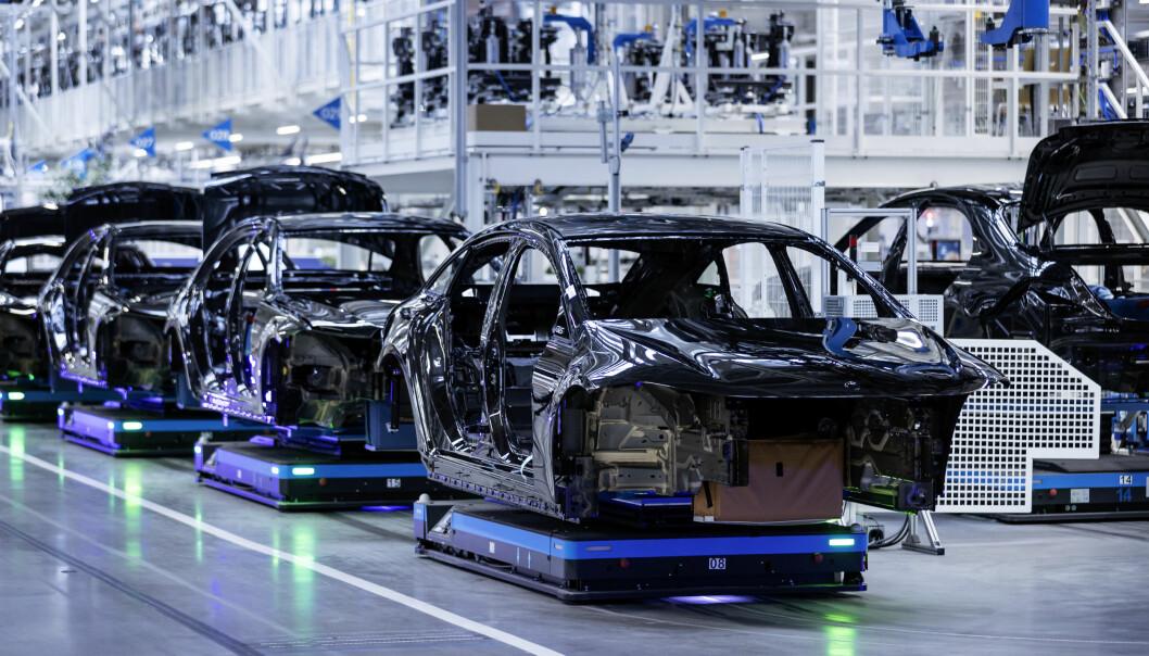 GRØNN RETNING: Fra produksjonsgulvet i Mercedes-fabrikken i Sindelfingen.