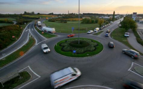 Antall ulykker halvert etter overgang til rundkjøringer