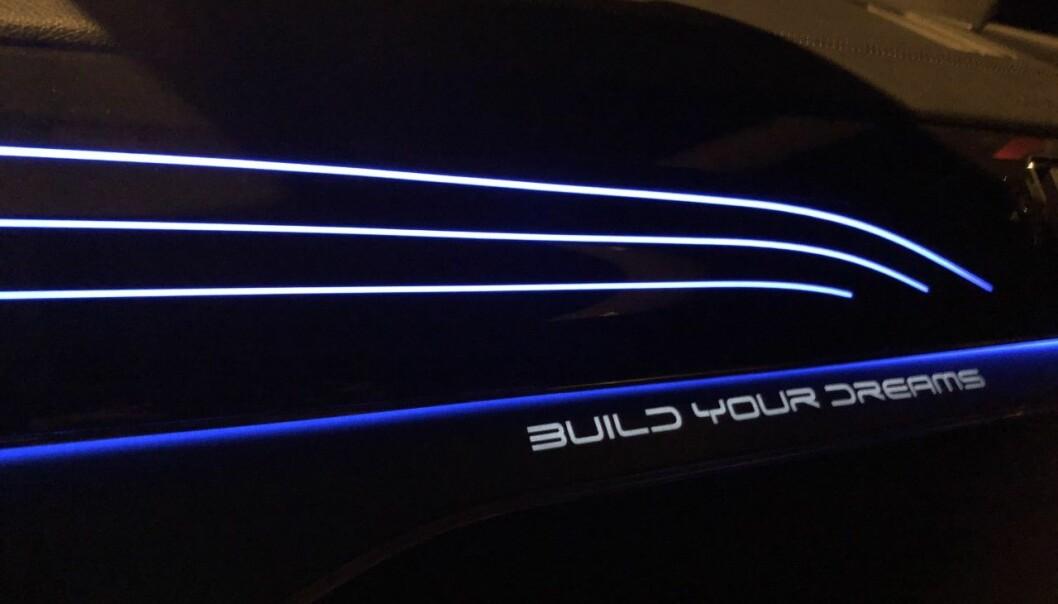 """<span class="""" font-weight-bold"""" data-lab-font_weight_desktop=""""font-weight-bold"""">KALDERE: </span>Når du setter ned temperaturen, kvitterer bilen med blått."""