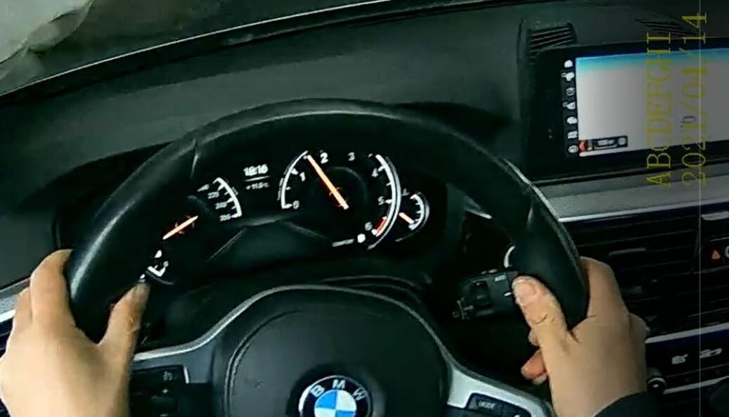 """<span class="""" font-weight-bold"""" data-lab-font_weight_desktop=""""font-weight-bold"""">TEST</span>: Bileieren har testet kollisjonssystemet ved å kjøre mot hindringer."""