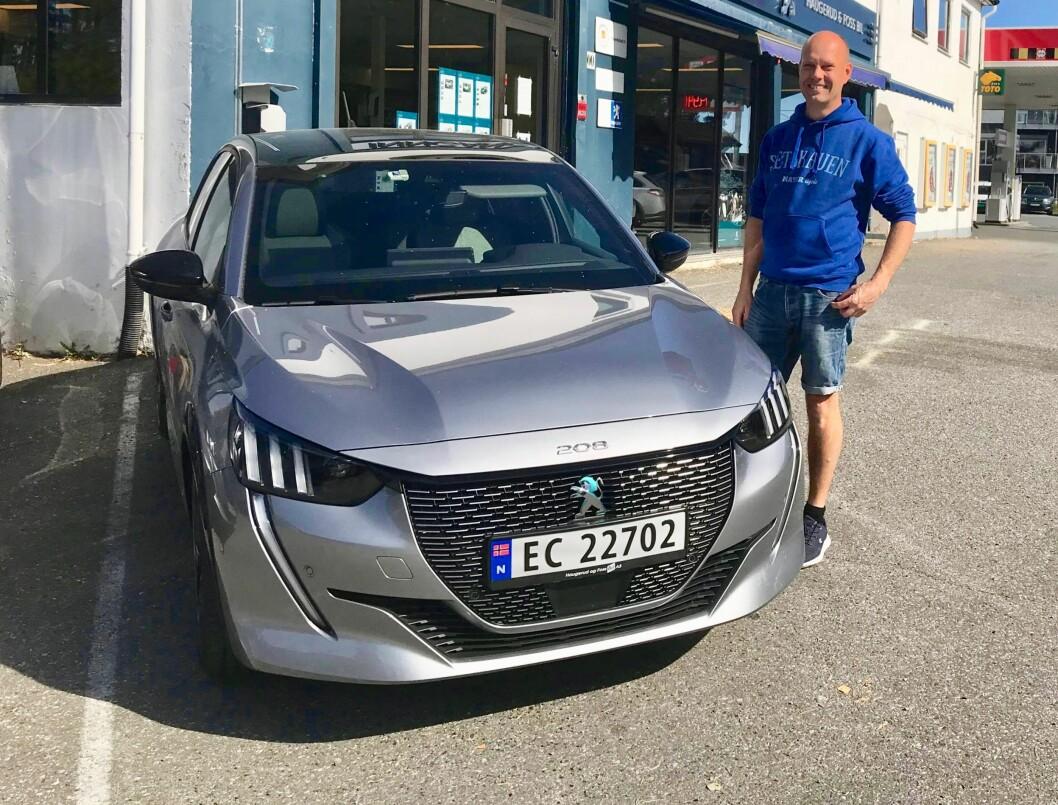 """<span class=""""font-weight-bold"""" data-lab-font_weight_desktop=""""font-weight-bold"""">FULL ELEKTRISK GASS: </span>Jan Petter Haugland tror elbiler har en lysende framtid innen norsk motorsport: de er enkle å manøvrere og gir full uttelling fra du tråkker pedalen i dørken. Hauglands løpsbil Peugeot e-208 er stilt til rådighet av en forhandler gjennom 2021-sesongen."""
