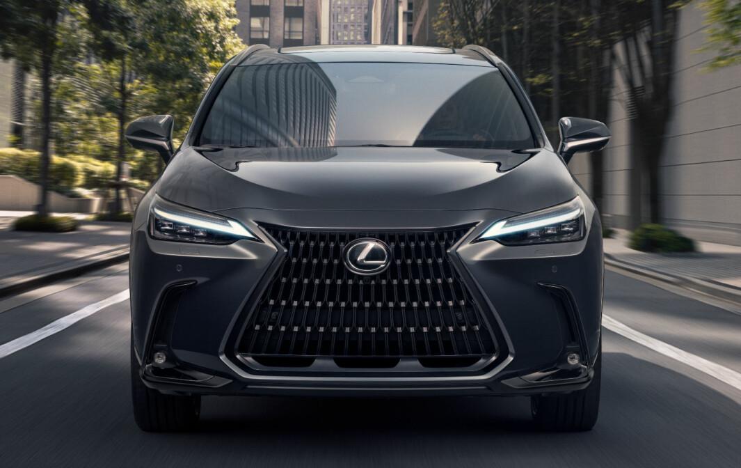 NÅ MED LEDNING: Lexus ber om 644.900 kroner for innstegsmodellen av NX 450h+.