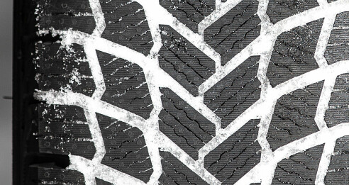 Sliter på våt asfalt