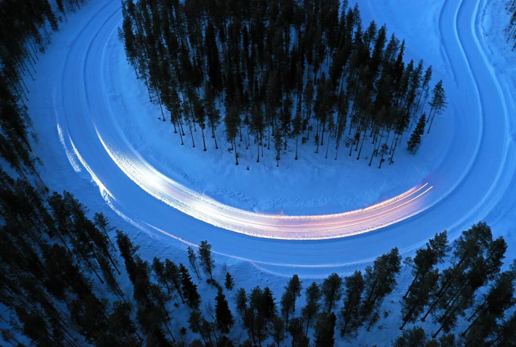 """<span class=""""font-weight-bold"""" data-lab-font_weight_desktop=""""font-weight-bold"""">FUGLEPERSPEKTIV: </span>Dekkene fra Continental og Pirelli – både med og uten pigger – gjorde det særlig bra i testene på snø."""
