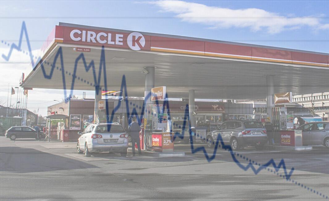 ENTYDIG RETNING: Kurven viser utviklingen i nye registreringer av bensin- og dieselbiler fra janaur 2017.