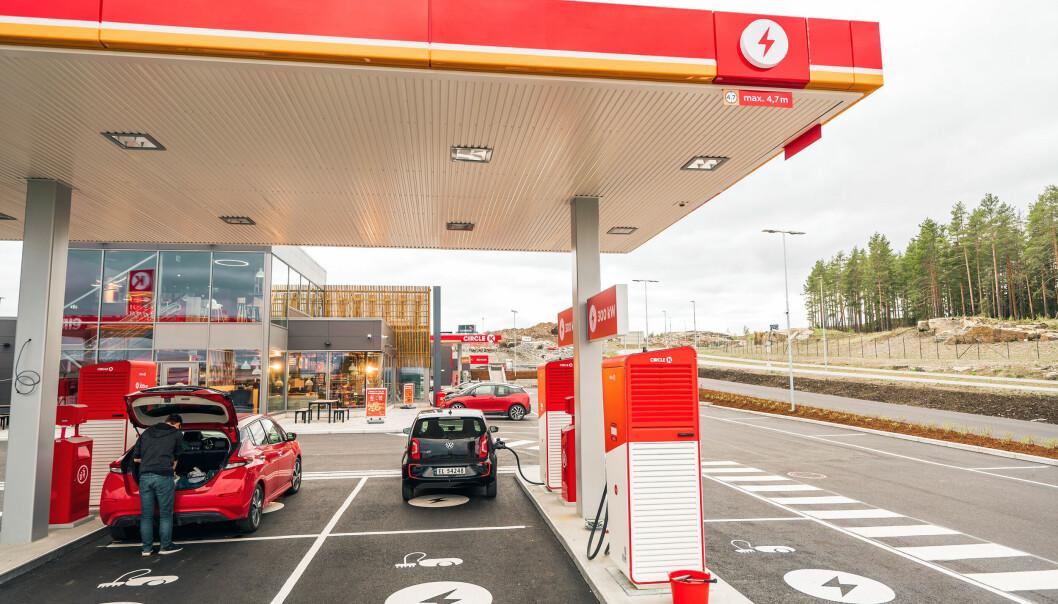 TAK, TAKK: Circle K Kongsbergporten gir laderne gode forhold. Flere må følge etter, mener NAF.