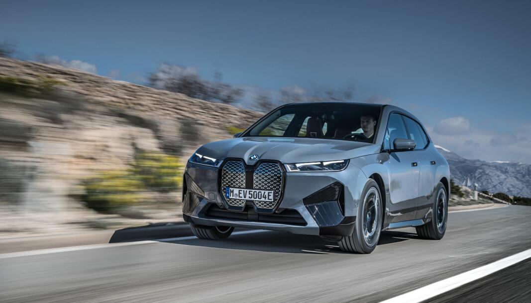 TEKNONYTT: BMW iX kommer med mye nytt av systemer – mange av dem gjemt bak den store grillen.