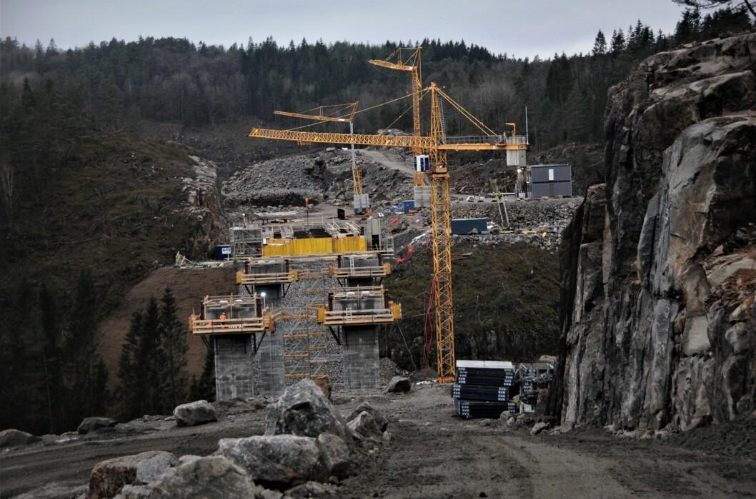 SPLITTER NYE VEIER: Her fra byggingen av ny E39 mellom Kristiansand og Mandal.