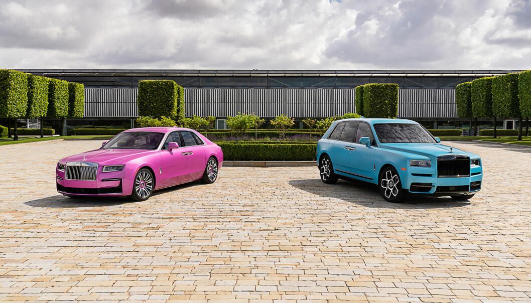 """<span class="""" font-weight-bold"""" data-lab-font_weight_desktop=""""font-weight-bold"""">NYE TIDER:</span> Rolls-Royce ble så begeistret for gjenåpningen av Monterey Car Week tidligere i år, at de lakkerte en Ghost (t.v.) og en Cullinan Black Badge i en smule utradisjonelle farger ..."""