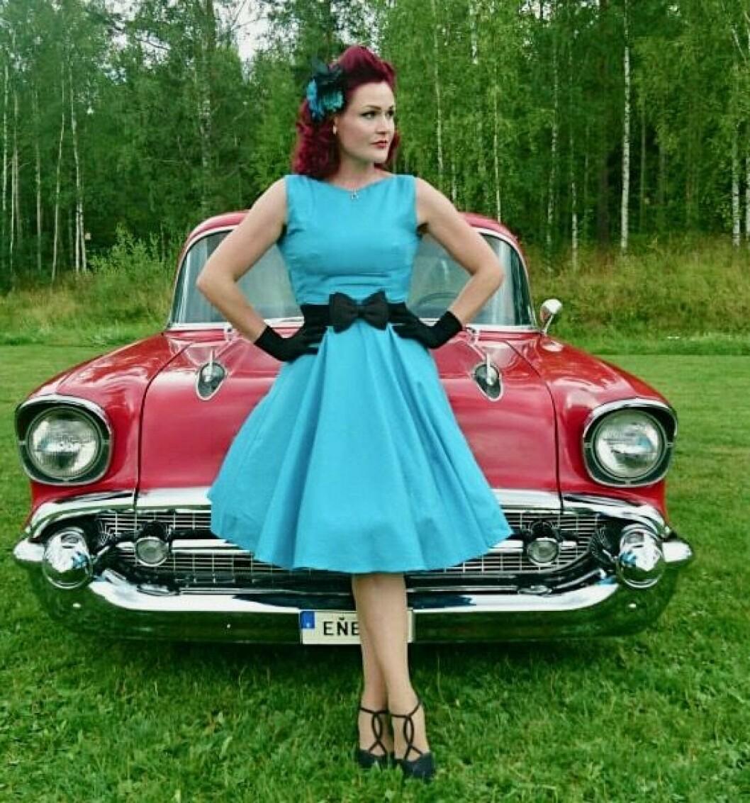 """<span class=""""font-weight-bold"""" data-lab-font_weight_desktop=""""font-weight-bold"""">AMERIKALINJEN:</span> Tilde Cathrine Kjos-Klevan mener «en passende kjole» gjerne kan være en slagkraftig kontrast til bilen."""