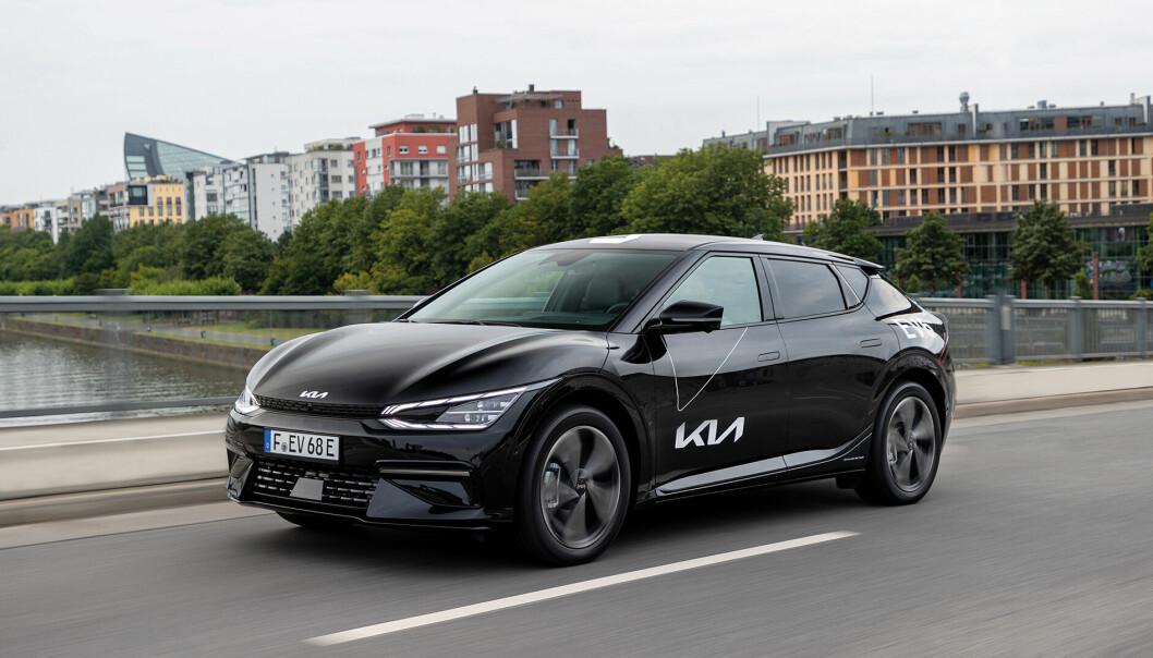 """<span class="""" font-weight-bold"""" data-lab-font_weight_desktop=""""font-weight-bold"""">ETTERSPURT:</span> Det er svært stor interesse for Kia EV6. I slutten av denne måneden kommer de første bilene på norske veier."""