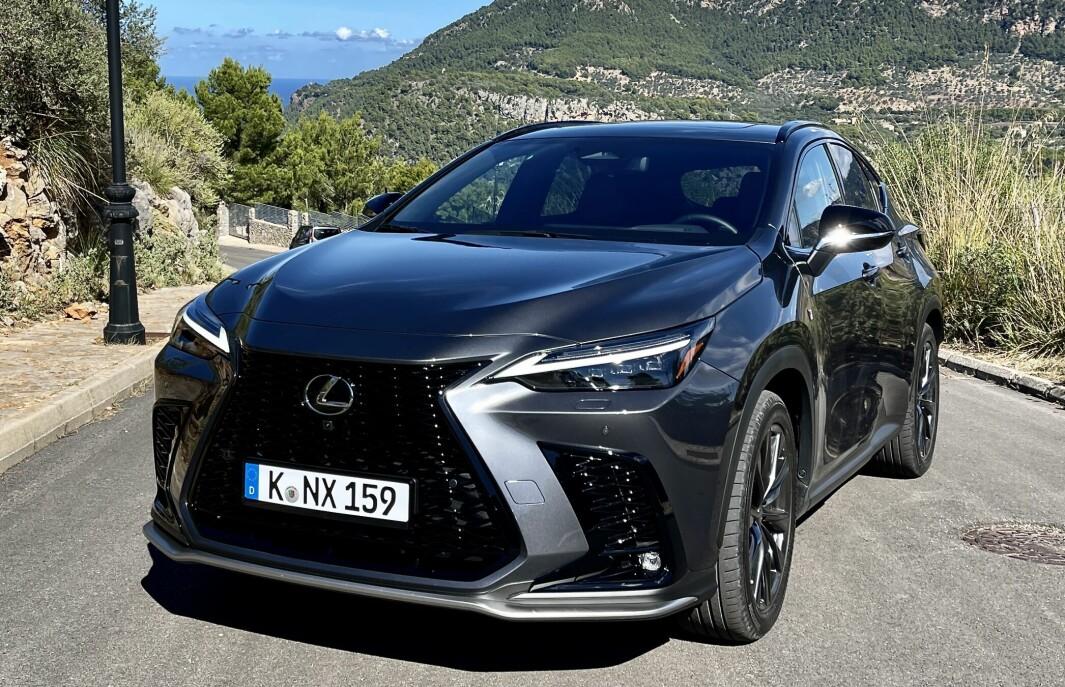 SUV MED LEDNING: Nye NX 450h+ er en vellykket oppgradering av den bestselgende modellen til Lexus.