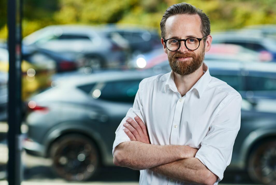 """<span class=""""font-weight-bold"""" data-lab-font_weight_desktop=""""font-weight-bold"""">SVARER:</span> Øyvind Rognlien Skovli, direktør for kommunikasjon og samfunnskontakt i Møller Mobility Group."""
