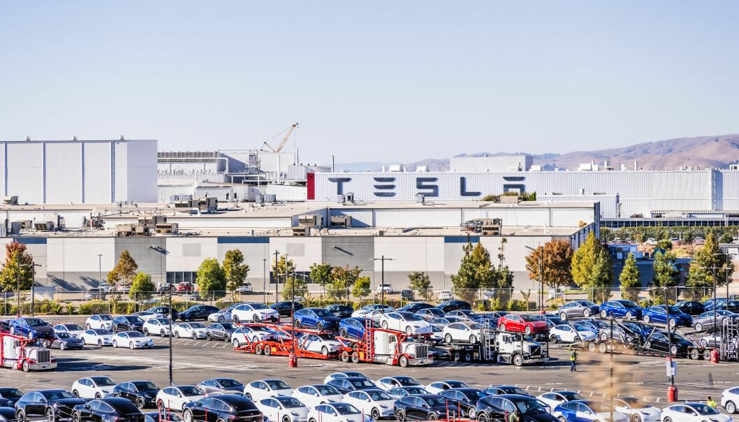 HETS PÅ GULVET: Tesla-fabrikken i Fremont, California.